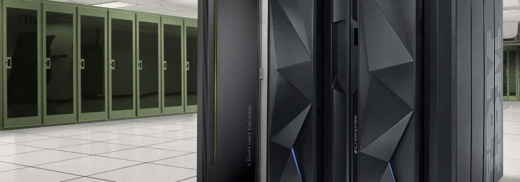 Salle serveur avec une machine mainframe IBM zOS